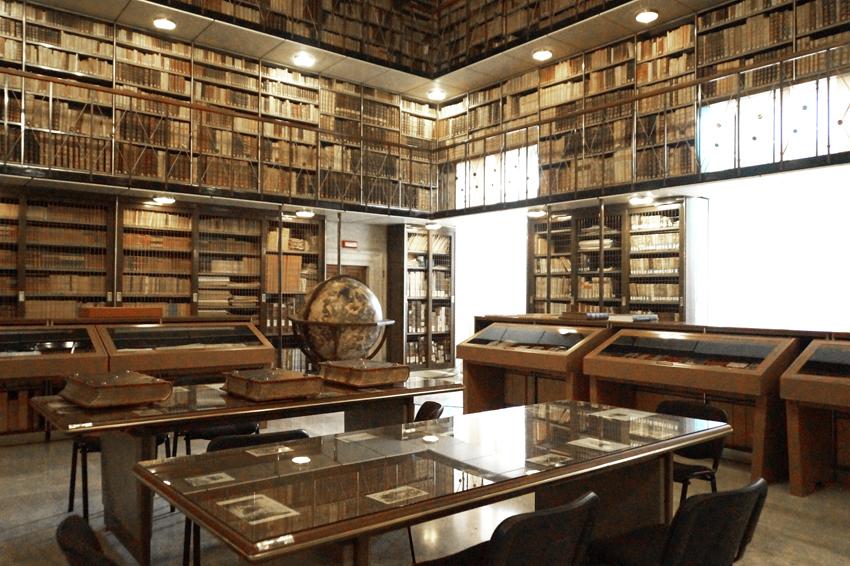 JESI_Palazzo_della_Signoria_-_biblioteca_Planettiana_1845